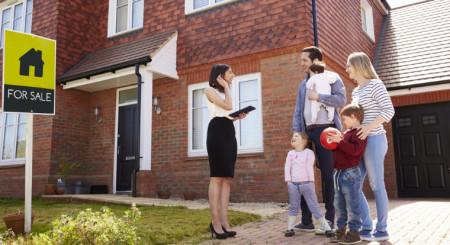 Utilitatea intermediarului in piata rezidentiala. De ce mai exista inca agenti imobiliari?
