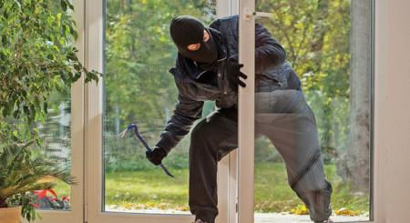 Spărgătorii de locuințe din nou în acțiune. Cum ne protejăm casa?