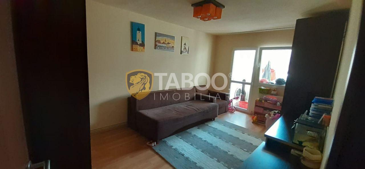 Apartament 3 camere decomandate si pivnita de vanzare Sibiu Strand 1
