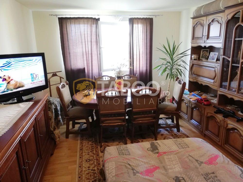 Apartament cu 3 camere decomandate si balcon etaj 2 zona rezidentiala 1