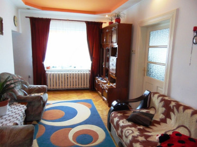 Apartament cu 4 camere la casa de vanzare in zona Lupeni din Sibiu