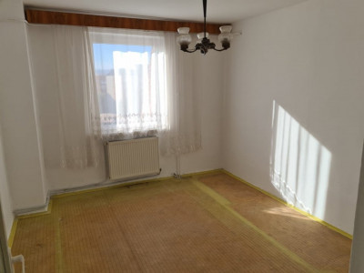 Apartament cu 4 camere de vanzare in Sebes cartier Lucian Blaga