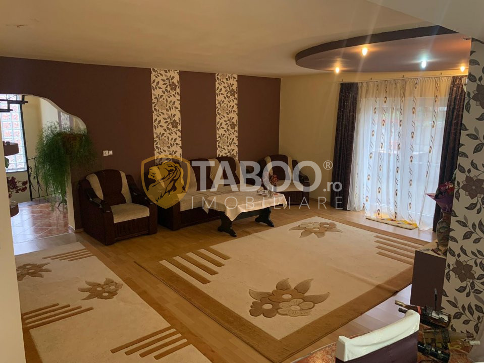 Casa individuala 228mp utili+ 950mp curte libera, zona Sura Mare 4