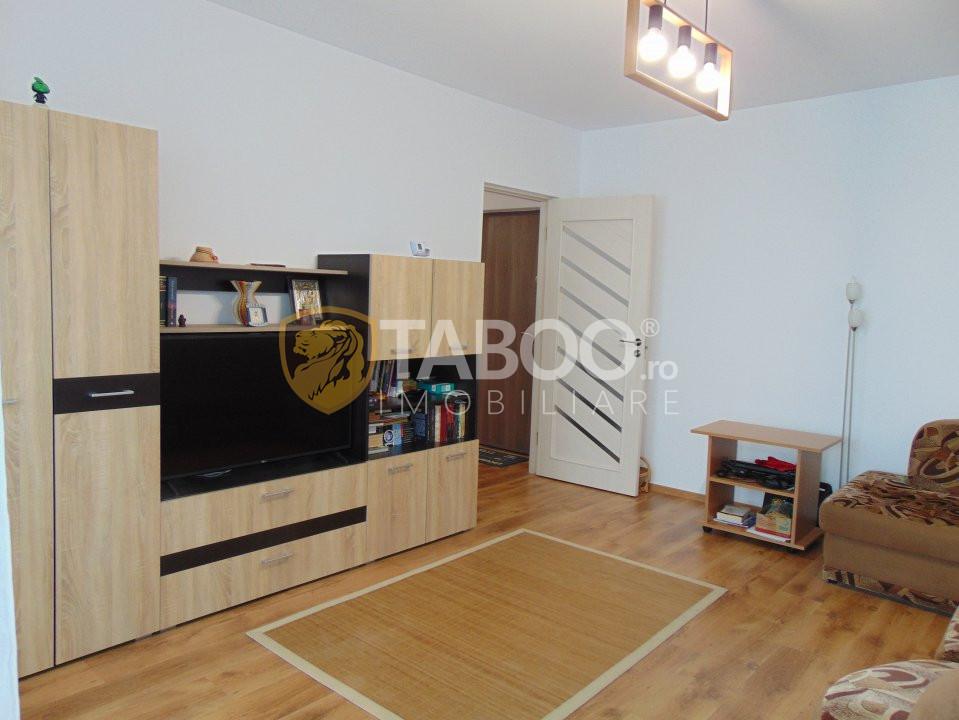 Apartament 2 camere decomandate 50 mp utili in Selimbar zona Brana 1
