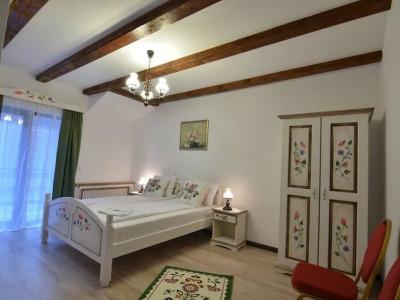 Pensiune 9 camere de vanzare 20 km langa Sibiu