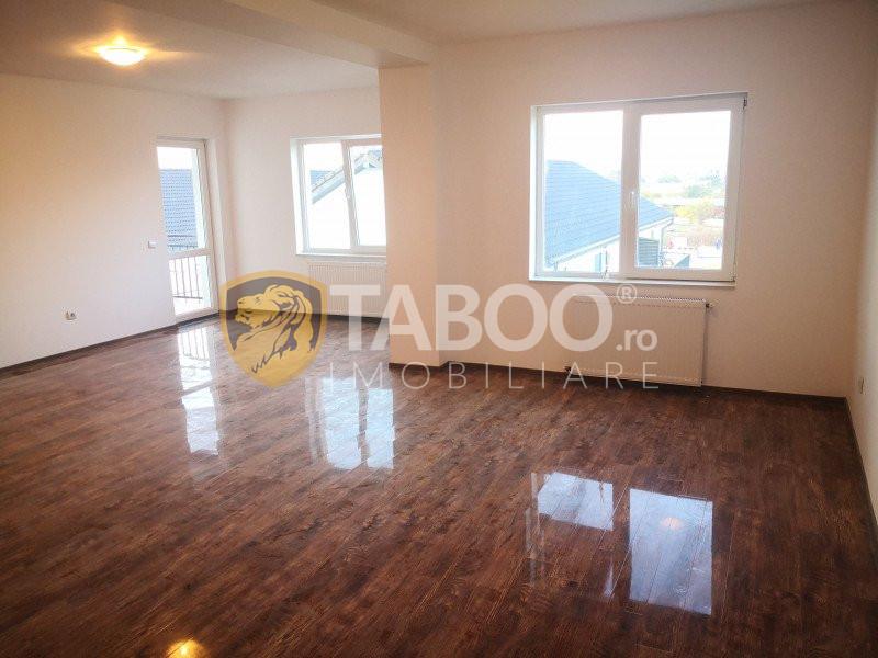 Apartament pe 2 nivele 4 camere decomandate in Selimbar zona Brana 1