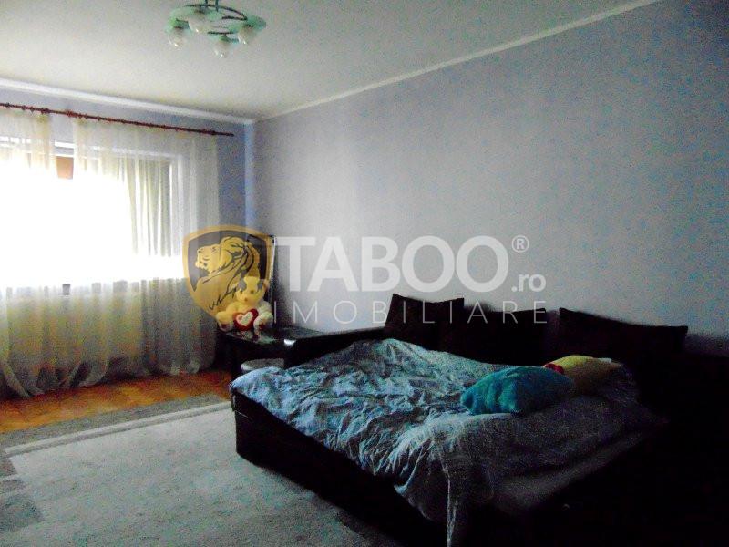 Apartament de vânzare cu 2 camere decomandate zona Mihai Viteazul 1