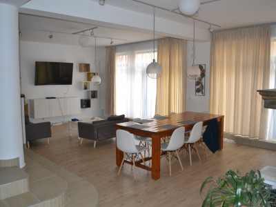 Casa de vanzare cu 9 camere in zona Strand din Sibiu