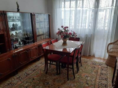 Apartament cu 3 camere de vanzare zona Negoiu in Fagaras