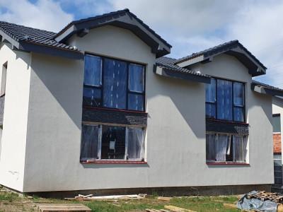 Casa tip duplex de vanzare cu 4 camere si curte de 250 mp in Cisnadie