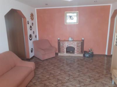 Apartament 3 camere de vanzare zona Garii Fagaras