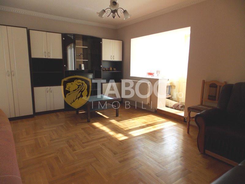 Apartament de vanzare decomandat 3 camere 2 bai Sibiu Turnisor 1