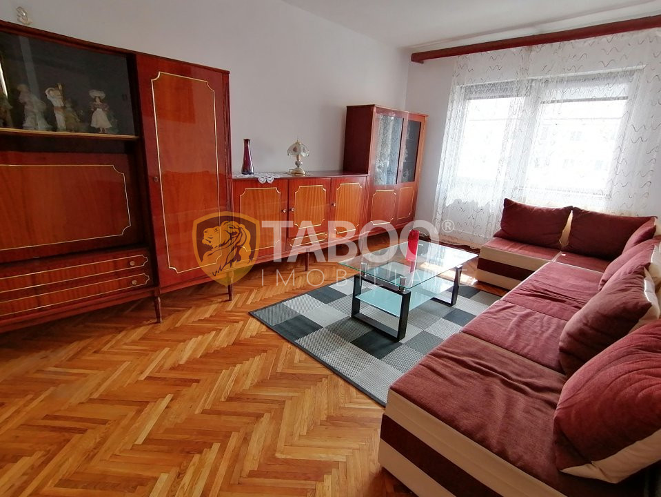 Apartament 4 camere de inchiriat zona Vasile Aaron Sibiu 1