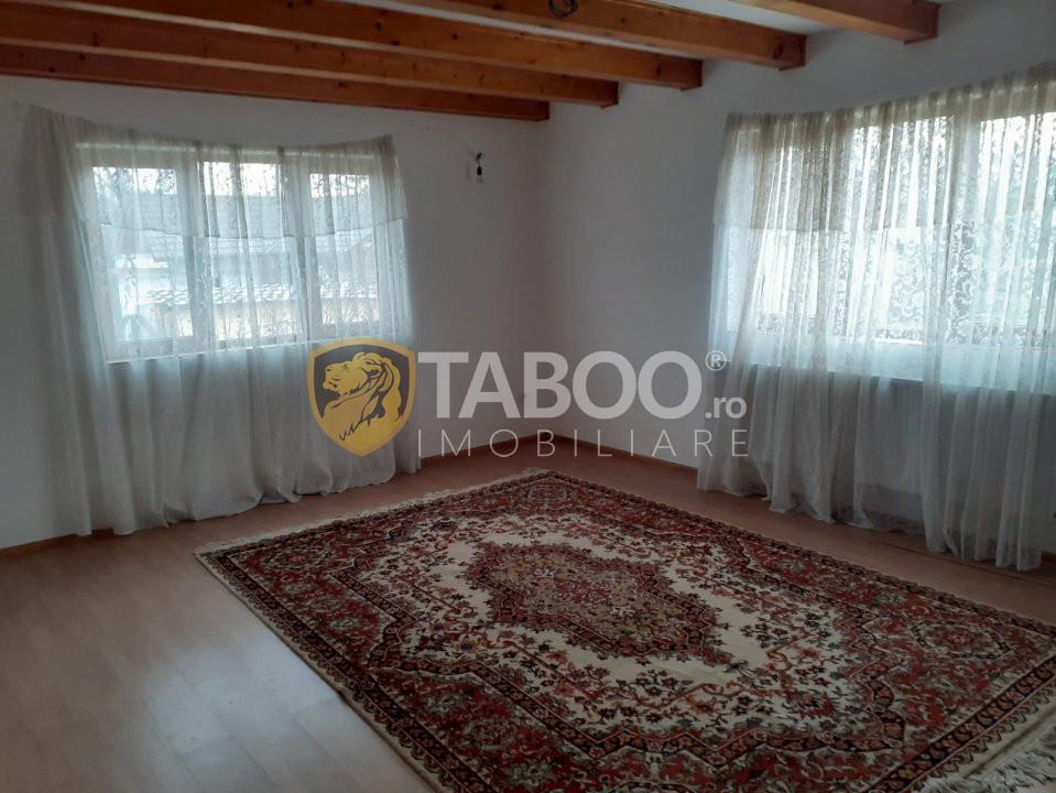 Casa de locuit la 1,5 km de poalele Muntilor Fagaras de vanzare 1