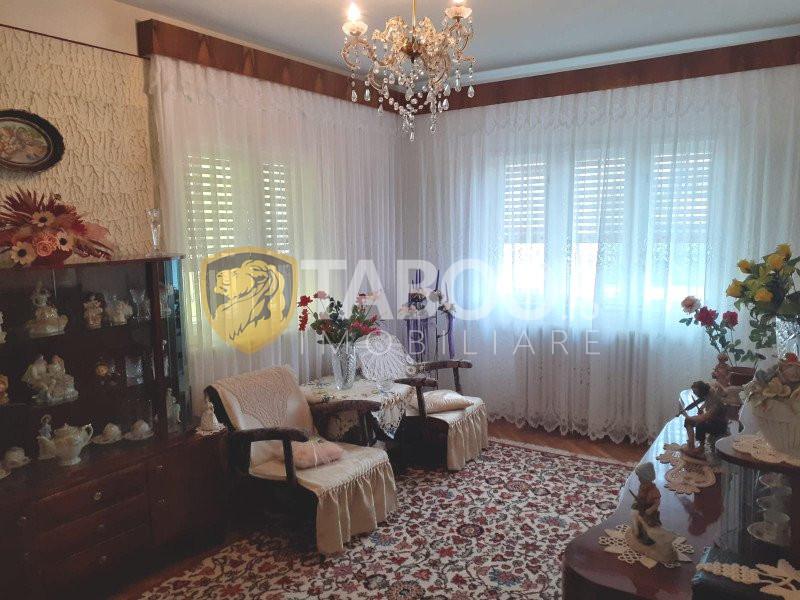 Casa individuala cu 6 camere si 350 mp curte libera in Fagaras 1