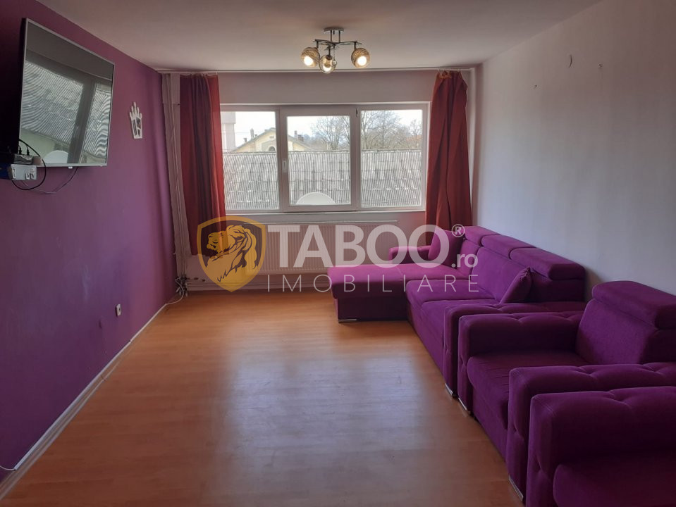 Apartament renovat de vanzare 3 camere 93 mp utili in Fagaras 1
