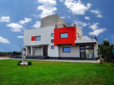 Vila in apropiere de Sibiu cu teren 1570 mp de vanzare si 4 garaje
