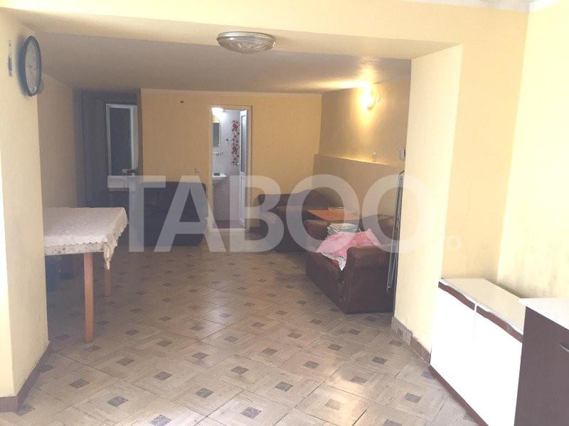 Apartament de vanzare in Sibiu 3 camere 4 bai la casa zona Tilisca 2