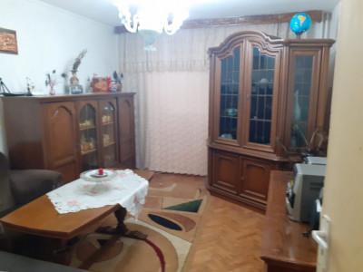 Apartament 3 camere de vanzare zona 13 Decembrie Fagaras