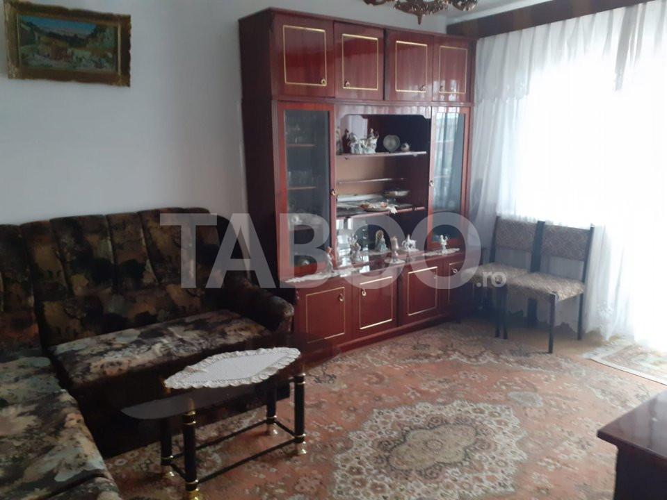 Apartament de inchiriat 3 camere in Fagaras zona Centrala 1
