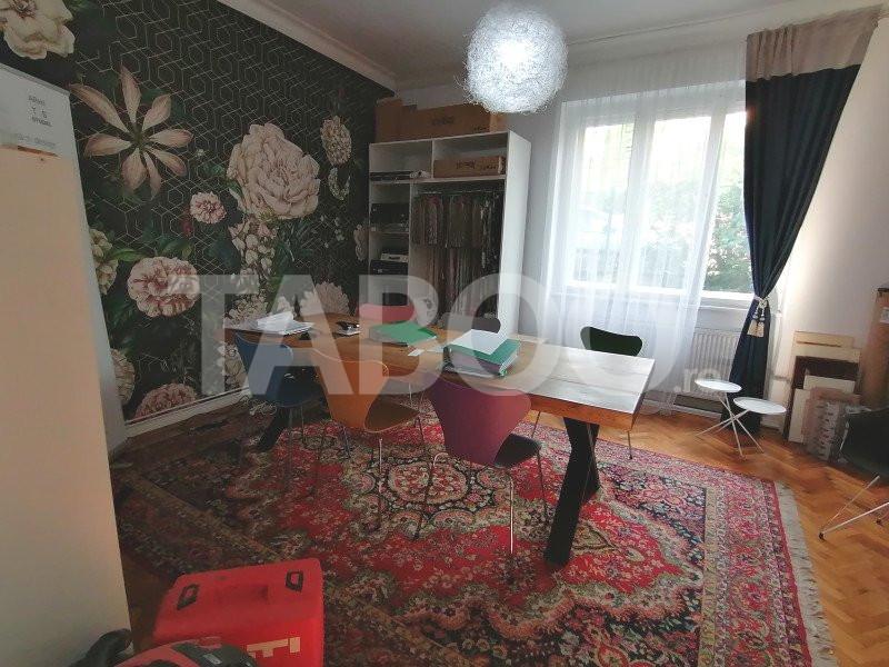 Casa de vanzare 4 camere si curte libera zona Strand Sibiu 1