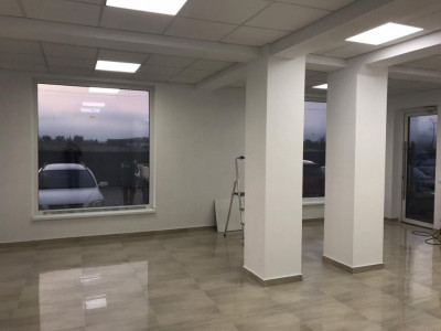 Spatiu comercial de vanzare 73 mp cu vitrina Calea Surii Mici Sibiu