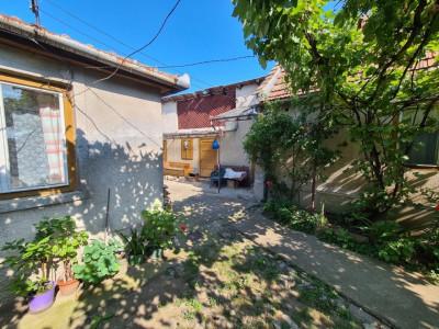 Casa cu 4 camere de vanzare in Sebes in zona buna