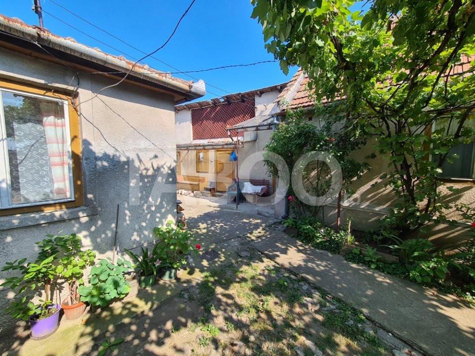 Casa cu 4 camere de vanzare in Sebes in zona buna 1