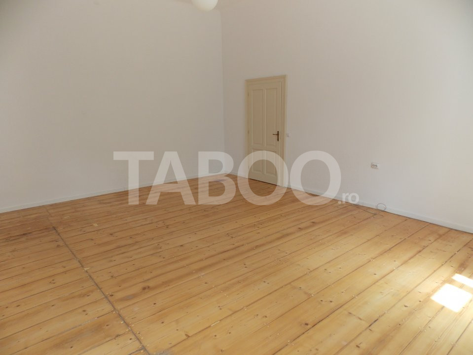 Apartament de inchiriat 4 camere 100 mp utili Sibiu Centrul Istoric 1