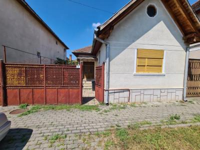 Casa si teren de 1500 mp de vanzare in Sebes