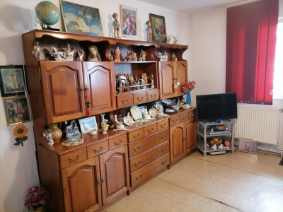 Apartament de vanzare 3 camere pivnita in Sibiu zona Rahovei