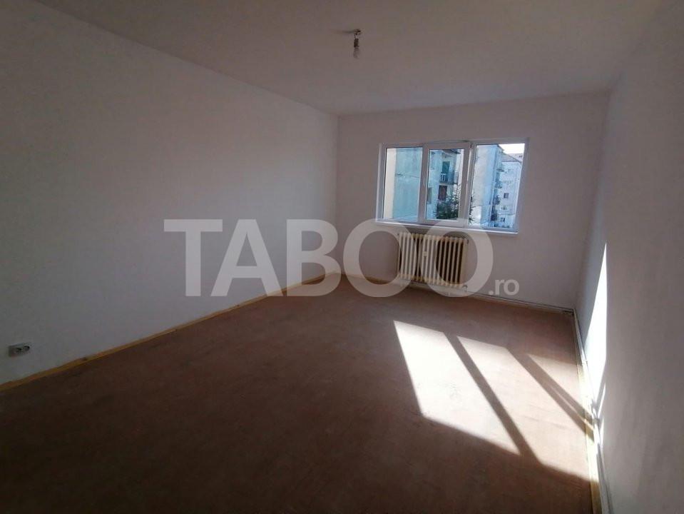 De vanzare apartament 2 camere cu balcon zona Broscarie Sibiu 1