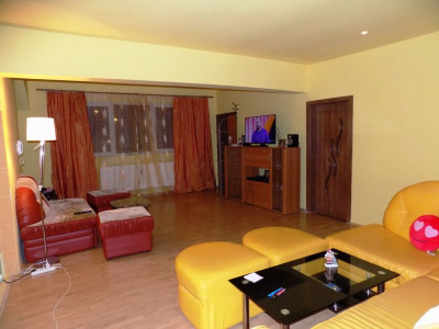 Apartament modern la vila cu 5 camere si 2 bai in Sibiu zona Strand
