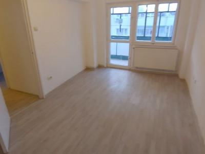Apartament 2 camere decomandate si pivnita de vanzare strada Siretului