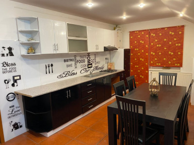 Apartament la casa cu 4 camere 207 mp de vanzare in Sibiu zona Strand