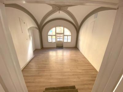 Spatiu comercial 77 mp cu vitrina de inchiriat Centrul Istoric Sibiu