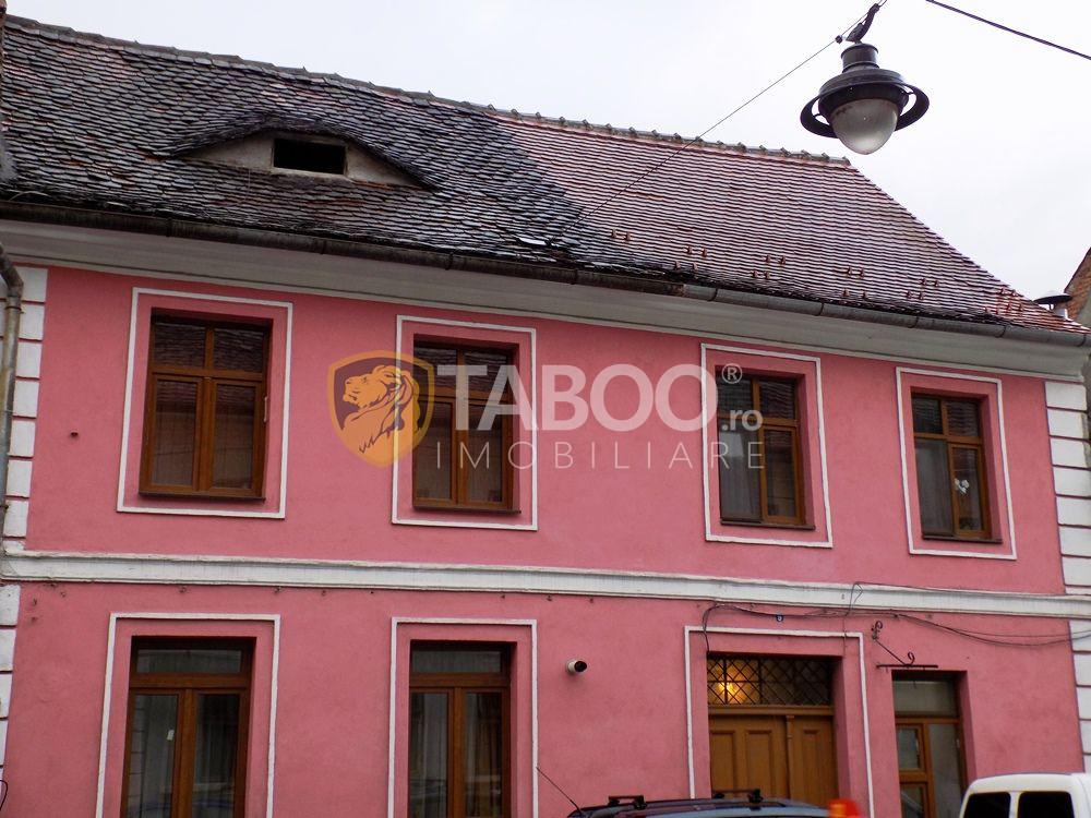 Apartament la casa cu 4 camere pe strada Tipografilor centrul Sibiului 1