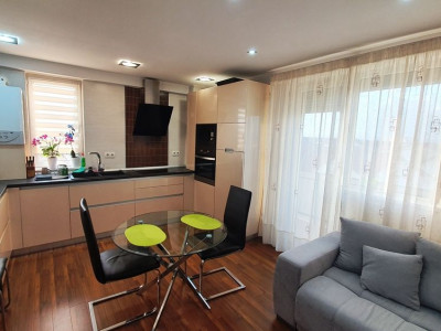 Apartament deosebit cu 3 camere decomandate de vanzare Sibiu Turnisor