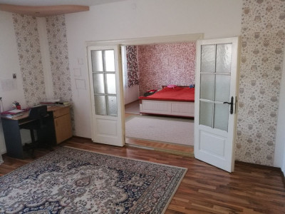 Casa cu 6 camere 1600 mp teren si garaj de vanzare in Sura Mare Sibiu