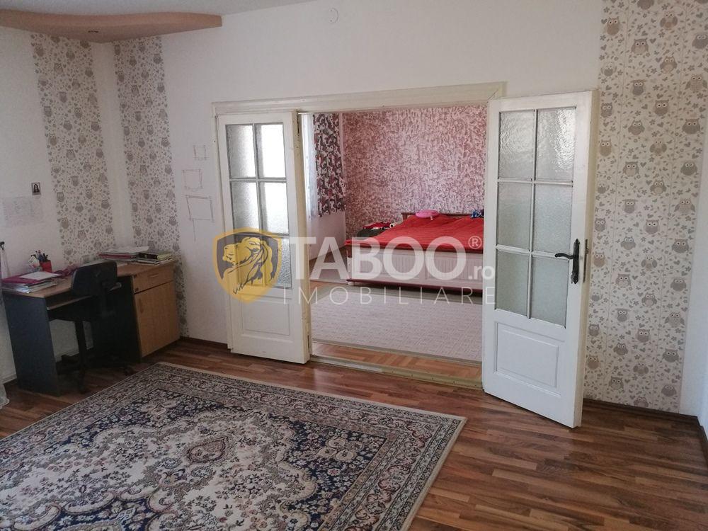 Casa cu 6 camere 1600 mp teren si garaj de vanzare in Sura Mare Sibiu 4