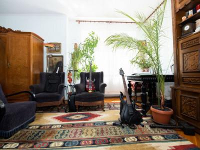 Apartament la casa 3 camere cu terasa si curte zona Sub Arini in Sibiu