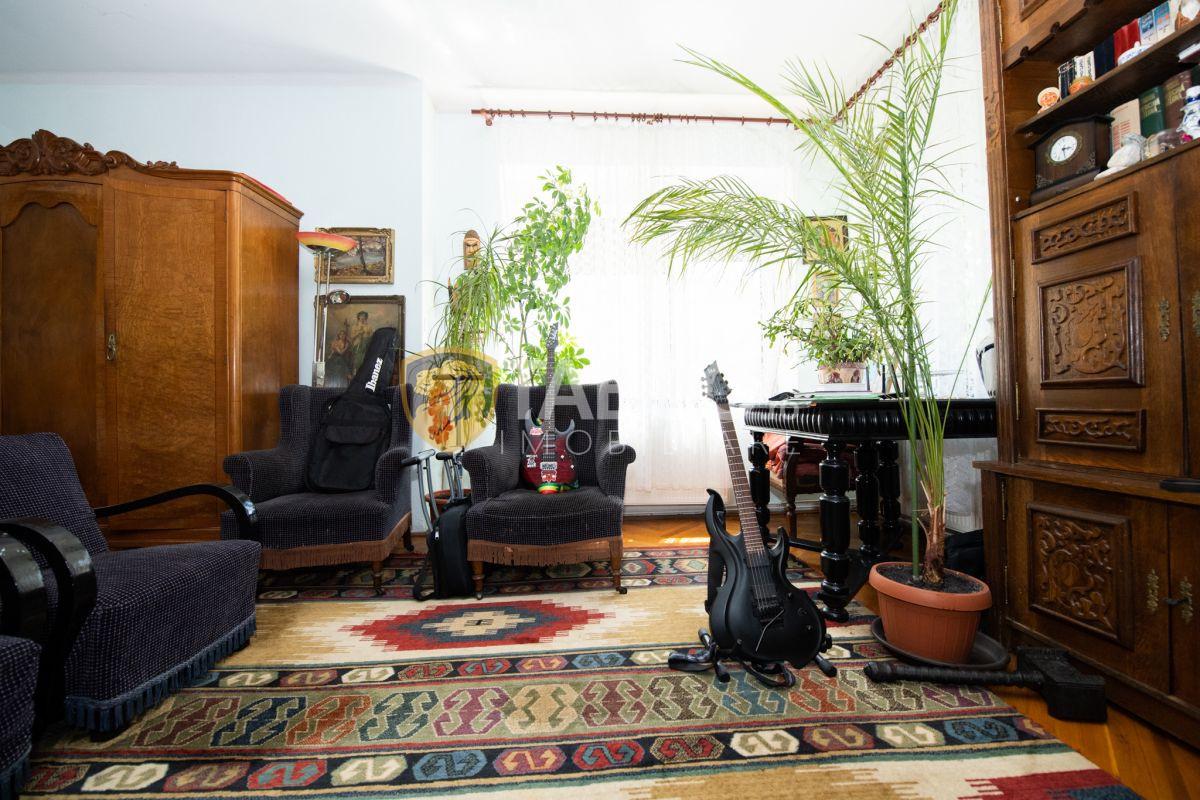 Apartament la casa 3 camere cu terasa si curte zona Sub Arini in Sibiu 1