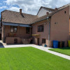 Casa individuala cu 4 camere zona Lupeni curte libera 250 mp thumb 1