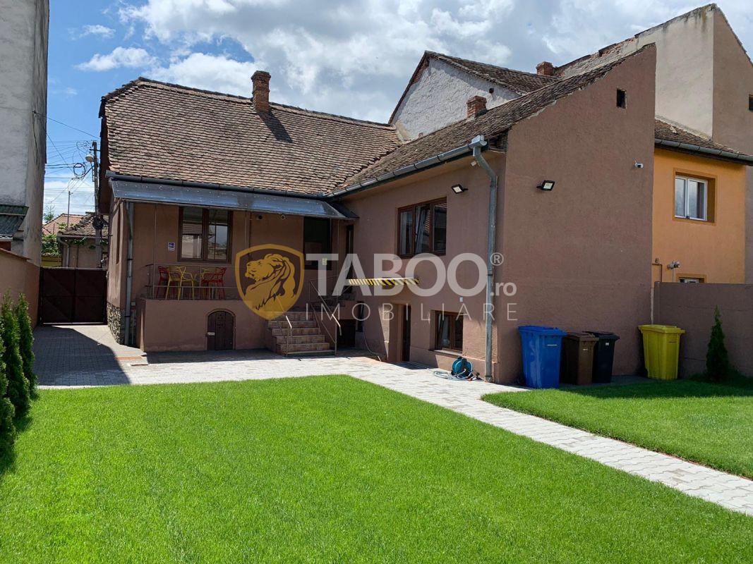 Casa individuala cu 4 camere zona Lupeni curte libera 250 mp 1