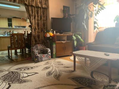 Apartament de vânzare 5 camere 100 mp utili în Sibiu zona Alba Iulia