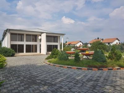 Hala, birouri si apartament de vanzare in Sebes