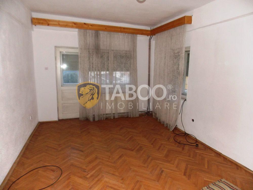 Casa 10 camere 600 mp teren pretabila pensiune zona Calea Dumbravii 1