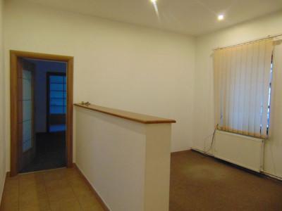 Spatiu birouri 5 camere 60 mp utili de inchiriat zona Victoriei Sibiu