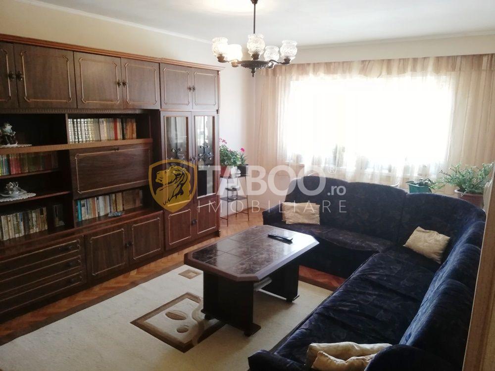 Se vinde apartament 3 camere decomandate si balcon Sibiu zona Garii 1