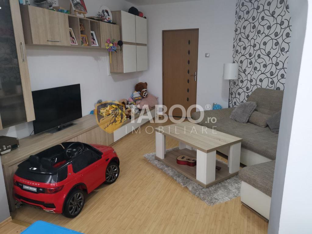 Apartament de vanzare 3 camere decomandate etaj 2 in Sibiu zona Vasile Aaron 1